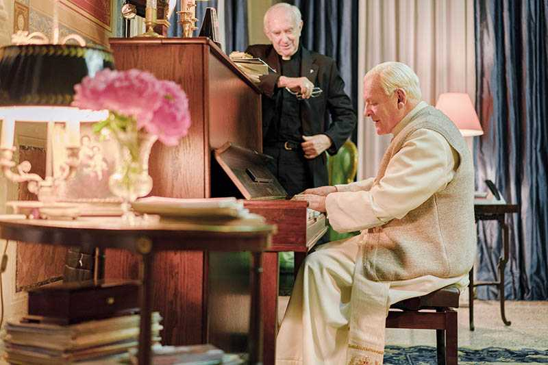 《教宗的承繼》講述許多人生的迷惘、信仰的守望與愛的追尋。(圖/Netflix提供)