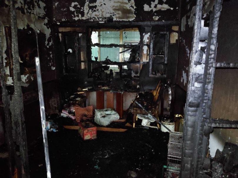 內部被大火燒得焦黑。(圖/翻攝畫面)