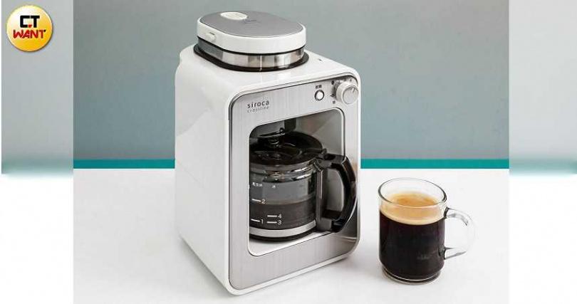 Beutii siroca crossline咖啡機為日本熱銷機種,體積小巧,可放在辦公室或家中使用。(圖/馬景平攝)