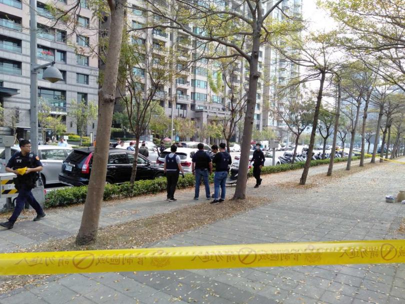 槍擊案發生在前總統陳水扁住宅大樓前。(圖/讀者提供)
