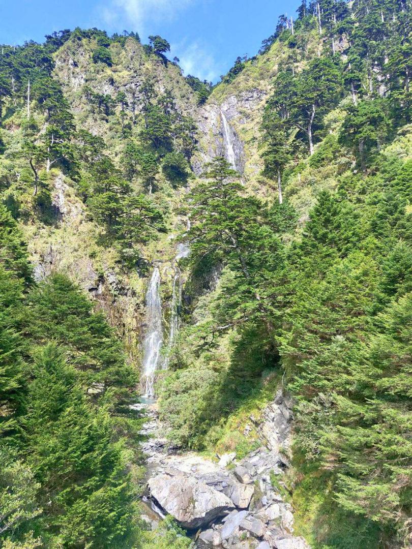 從西段走到東段的能高越嶺,可見山林瀑布。(圖/廖中文提供)