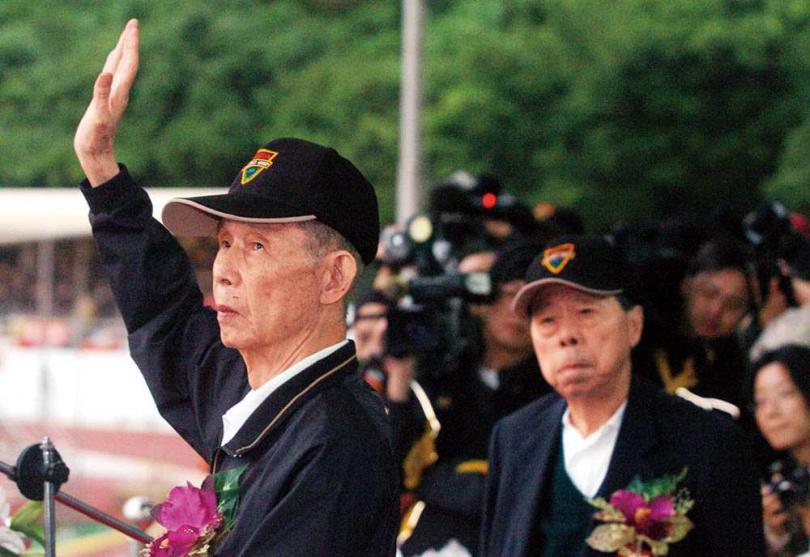 2006年間,台塑集團創辦人王永慶與王永在退居幕後,交棒給王文淵等七人小組(現為台塑企業管理中心)。(圖/報系資料庫)
