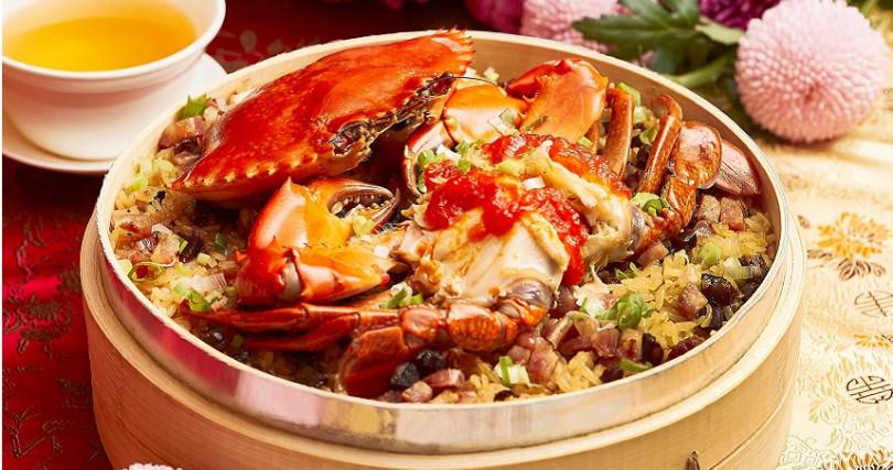 ▲「紅蟳臘味糯米飯」帶來飽足感和暖紅色喜氣。(圖片提供/西華飯店)