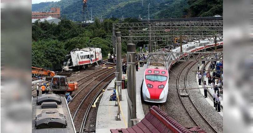 台鐵考慮取消「傾斜過彎」功能。(圖/報系資料庫)