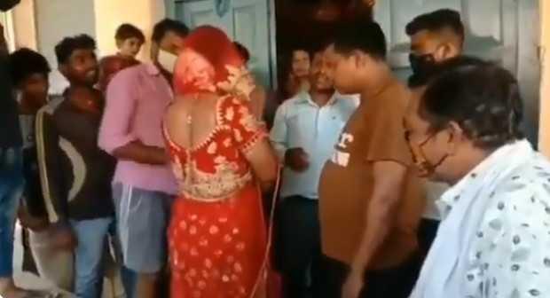 男子扮成新娘混入婚禮。(圖/翻攝自Udayam推特)