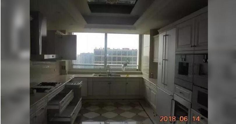 豪宅的廚房已經是平常人家1個房間的大小了。(圖/小時新聞)