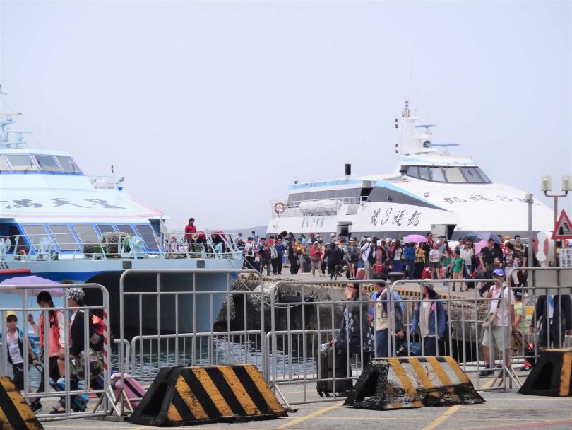 澎湖澎湖觀光夯遊客多,在地民生陷危機。(圖/報系資料照)