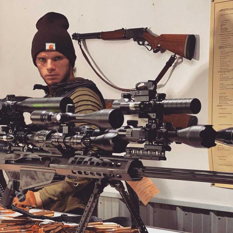 戴維勒時常進行槍械的測試,並將結果分享在網路上。(圖/翻攝自whistlindiesel IG)