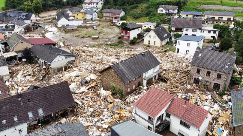 部分地區洪水稍微退去,但狀況十分混亂。(圖/達志/路透社)