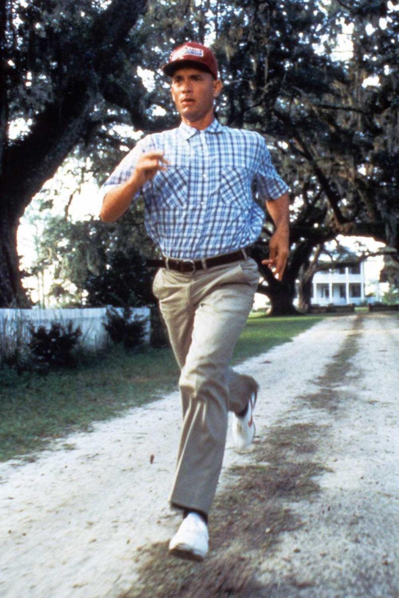 湯姆漢克當年在電影資金不足下,與導演自掏腰包,才完成《阿甘正傳》這部經典電影。(圖/翻攝自網路)