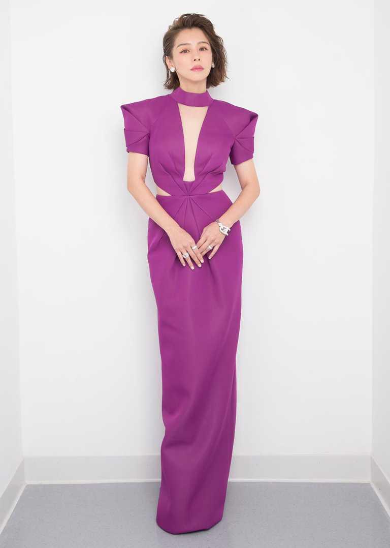 擔任金曲31頒獎嘉賓的徐若瑄,佩戴總價約875萬元的梵克雅寶頂級珠寶登上紅毯,展現女神風采。(圖╱Van Cleef & Arpels提供)