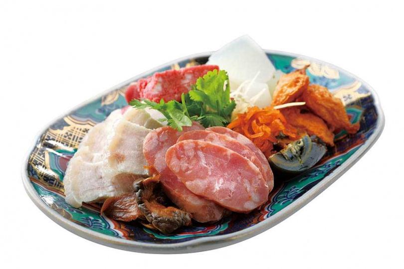 「香腸熟肉」是老台南人的下午茶,盤內各式好料,洋溢古早好滋味。(380元)(圖/于魯光攝)