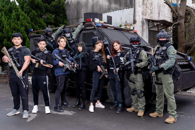 警方攻堅利器「甲車」也登場。(圖/刑事局提供)