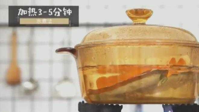 料理包簡單加熱後外送,消費者還以為是大廚現做美食。(圖/網易新聞)