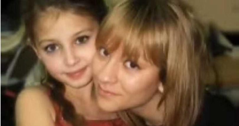 雅娜與母親合照。(圖/翻攝自47NEWS.RU/YouTube)