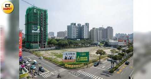 這塊「高雄市三民區公有市場興建暨經營計劃書」,將「變電所用地」變更為「市場用地」,因市府改朝換代疑似已經通過。