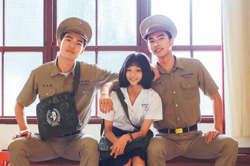 電影《刻在你心底的名字》描述在解嚴初期,兩位男孩間加入了一位女孩的愛情故事。(圖/氧氣電影提供)