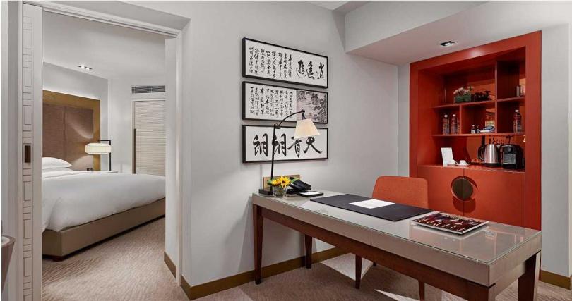 台北君悅酒店10月份持五倍券任一面額可6折入住18坪絕美君悅套房。(圖/台北君悅酒店提供)