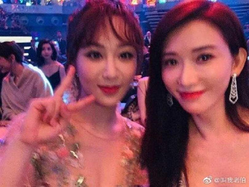 林志玲與小她18歲的大陸女星楊紫合照,被多數網友認為「顏值完勝」。(圖/翻攝微博)