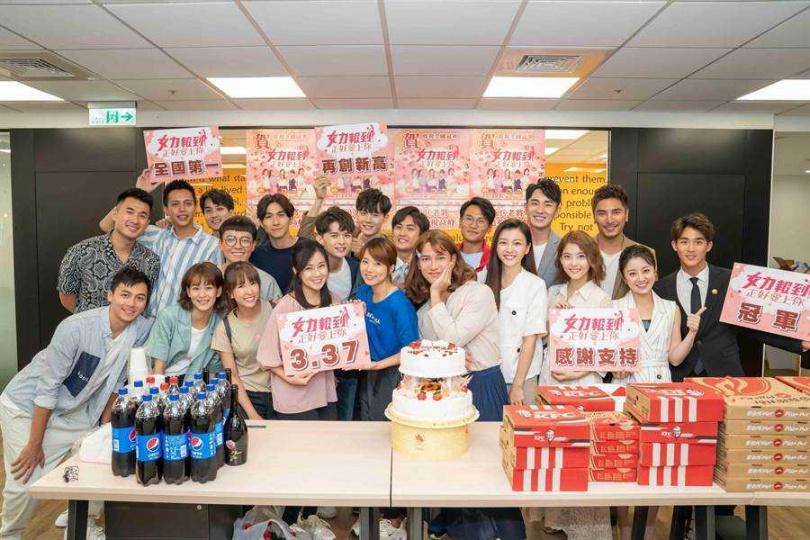 《女力報到》全體演員大合照。(圖/TVBS提供)