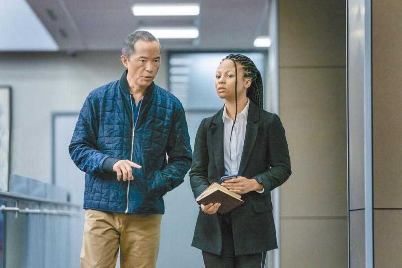 現實中梁肯(左)與女主角瑪哈拉哈洛德都來自紐約,劇中則是師徒關係。 (圖/HBO提供)