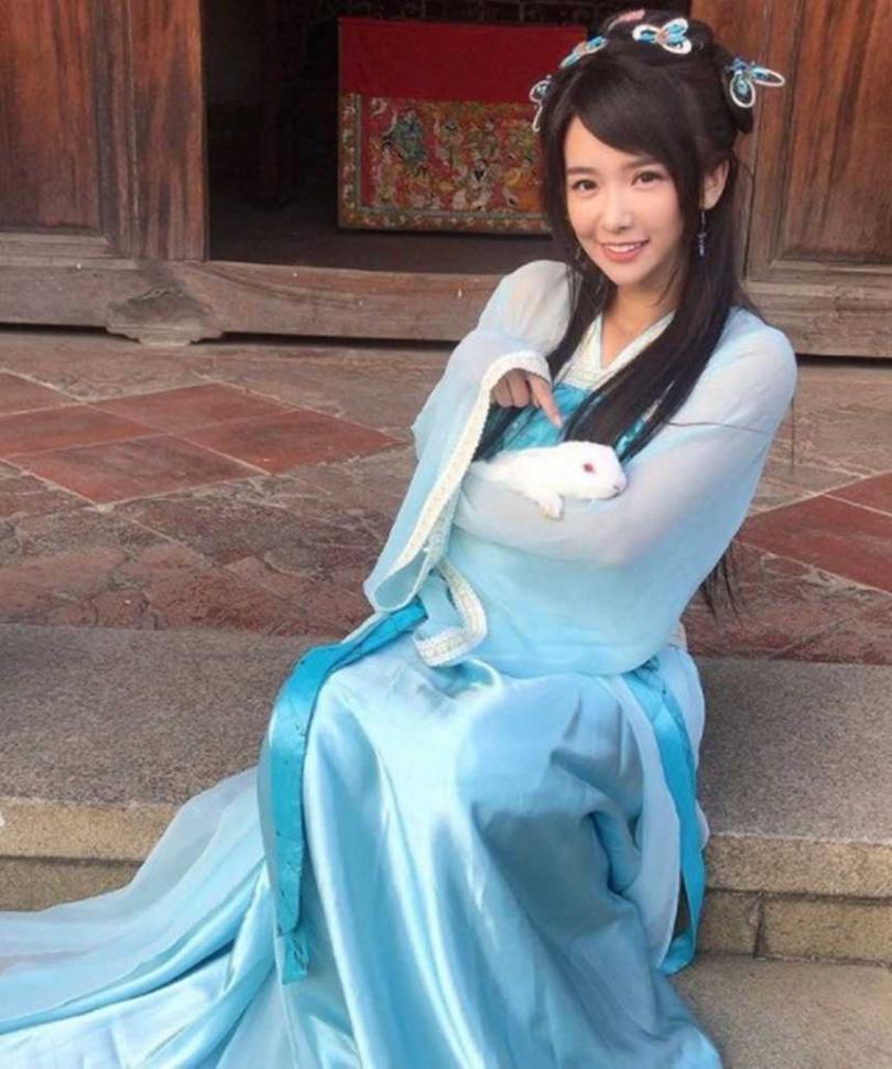 《戲說台灣》絕美蘭花精張雅涵,因為人實在太漂亮,還因此登上PTT表特版。(圖/翻攝IG)