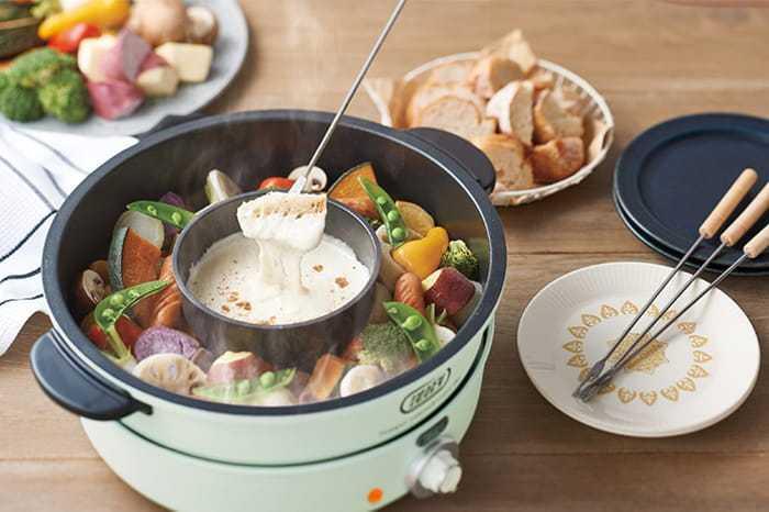 第二名的「TOFFY萬用調理鍋」有大容量的平底湯鍋、章魚燒烤盤,還附0.5L的小內鍋。