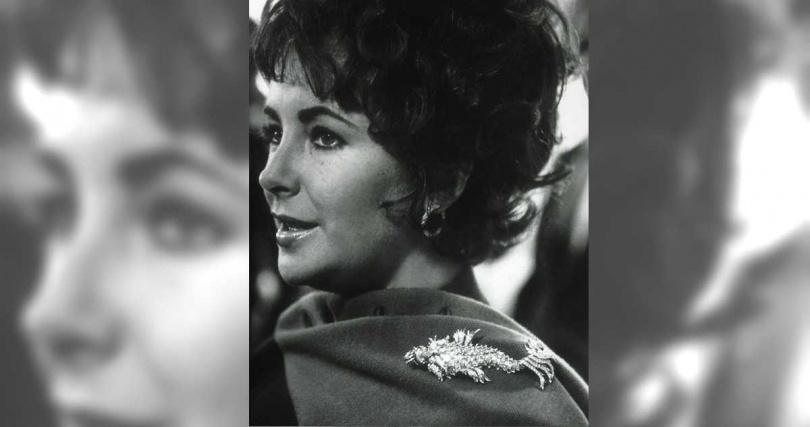 由Jean Schlumberger所設計的另一枚海豚胸針,伊麗莎白泰勒亦常在公開場合佩戴亮相。(圖╱TIFFANY & CO.提供)