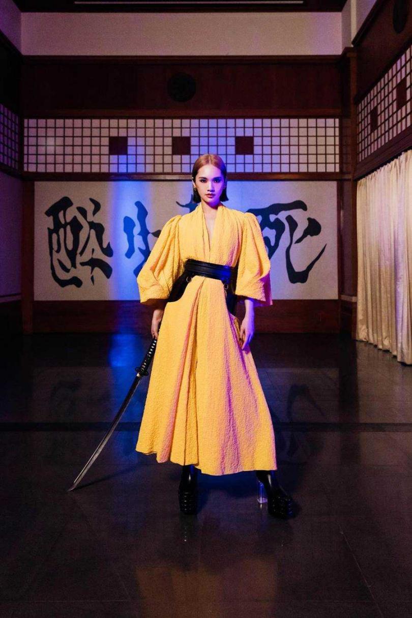 楊丞琳扮古今中外6大美麗壞女人,向經典人物致敬。(圖/環球音樂提供)