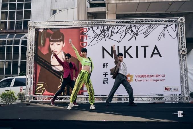 阿Ken(左)和小賴(右)現場來了段〈RED ANGEL〉的舞蹈。(圖/宇朕娛樂提供)