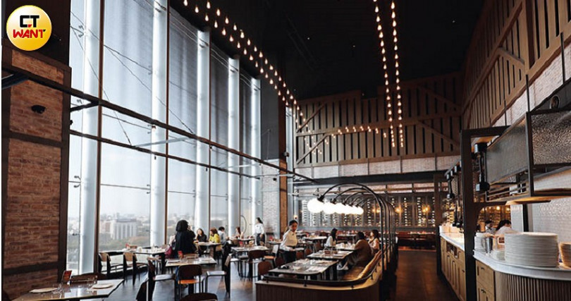 空間設計源自韓國本店,取材歐陸酒窖風格,復古又時髦。(圖/于魯光攝)