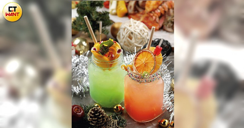 聖誕新年特調都是用蘭姆酒為基底,紅色的「Santa passion」與綠色的「Twinkle twinkle」分別是以鳳梨及小黃瓜為主調。(圖/于魯光攝)