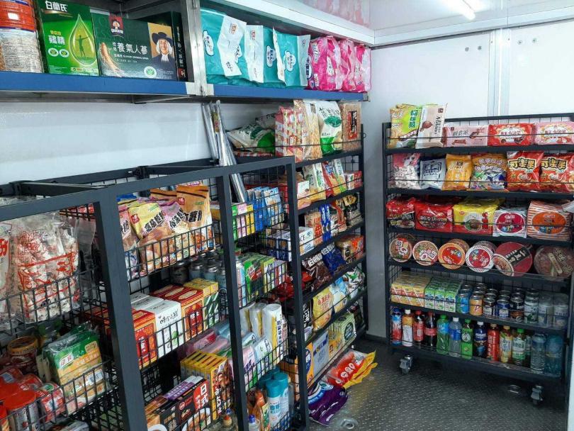 從衛生紙、尿布等日用品,還是生鮮蔬果、冷凍食品等,一應俱全。(圖/全聯福利中心)