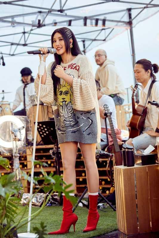 A-Lin演唱許多自己的經典情歌。
