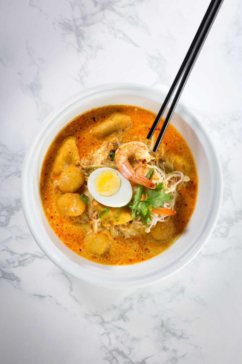 新加坡經典美食叻沙,口感溫和中帶點微辣。(圖/君悅酒店)