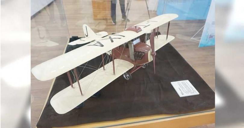 台灣第一位飛行員謝文達100年前駕駛「新高號」進行「鄉土訪問飛行表演」,轟動全台,圖為復刻版。(圖/王文吉攝)