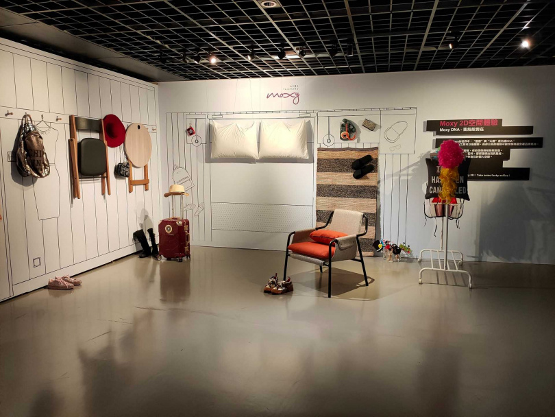 可移動式家具的客房概念,成為展場設計。