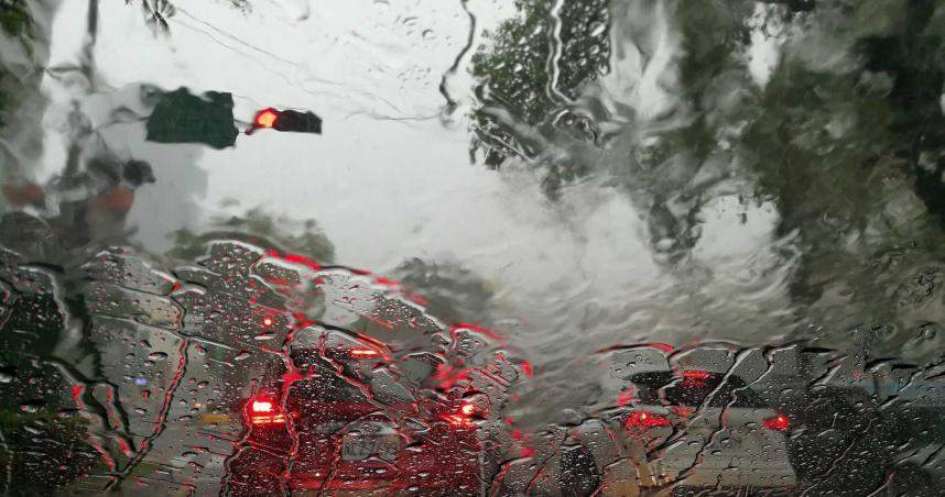 暴雨襲擊日本沖繩恐釀土石流 當地1.5萬民眾急疏散