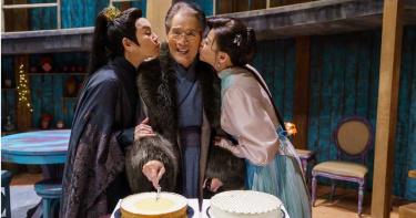 石英睽違5年再拍戲  片場歡度78歲生日