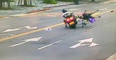 內湖三寶婦馬路中央大迴轉遭撞 彈飛影片超驚悚