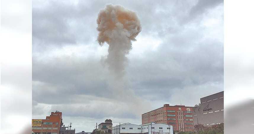 蕈狀雲直衝天際嚇壞民眾...旭富二度爆炸 指揮官痛批業者讓消防員身處險境