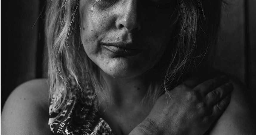 28歲少婦遭7狼輪流性侵 崩潰目睹5歲兒慘死棄屍池塘
