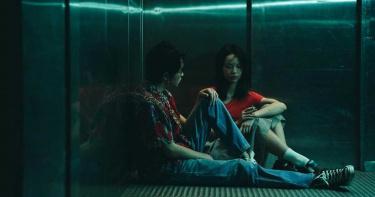與MV女主角電梯激戰秀裸背 許含光曝女友吃味生氣