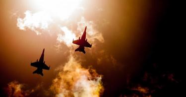 戰機從上飛過!法國空軍誇張霸凌事件 受害者被綁在實彈標靶上受驚