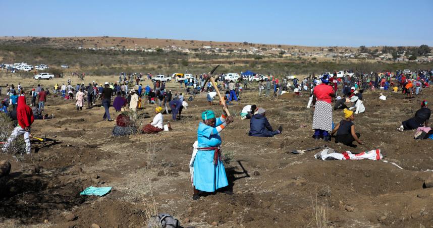 南非小鎮土地疑藏天然鑽石 上千人湧入搶圓掏金夢