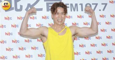 51歲羅時豐大展好漢草 自爆靠床上運動練就大肌肌