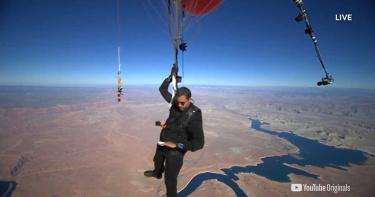 目標超越聖母峰!抓氣球飛7400公尺高空 美國魔術師全程畫面直播不間斷