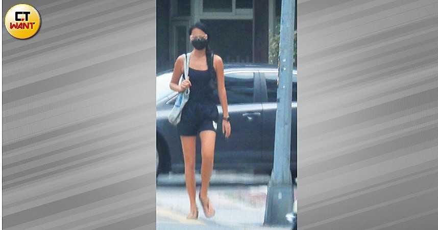 王麗雅 辣秀長腿成街頭風景