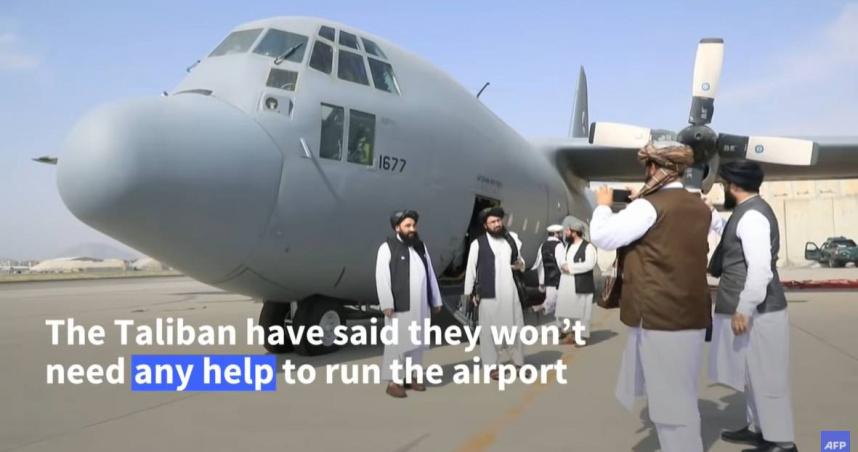 塔利班接手美軍數十億裝備 大開黑鷹直升機城市上空迴旋鳥瞰