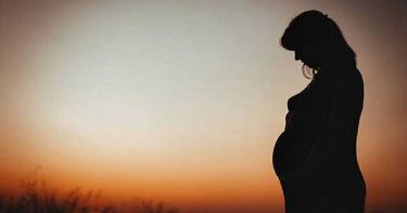 小資女懷孕3月!請57天安胎假遭減薪、資遣 主管怒嗆「自私」結局逆轉
